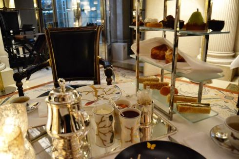 Tea-time-Le-Meurice-Paris
