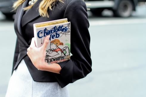 clochet-streetstyle-outfit-paris-fashion-week-helena-bordon-olympia-le-tan-book-clutch